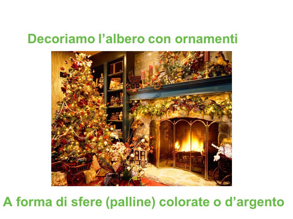 Decoriamo l'albero con ornamenti