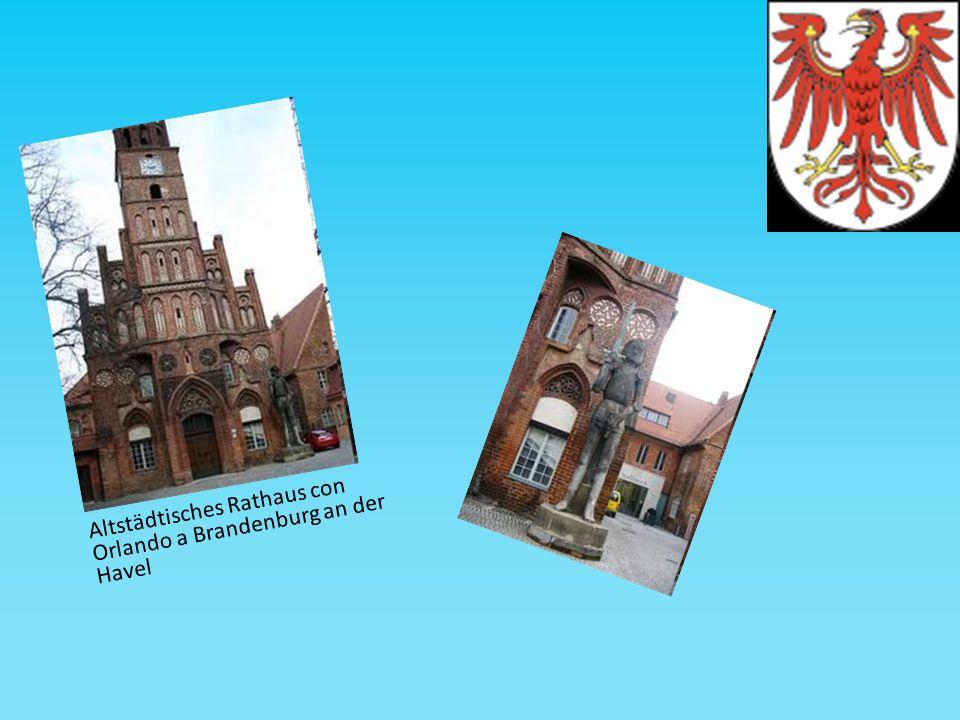 Altstädtisches Rathaus con Orlando a Brandenburg an der Havel