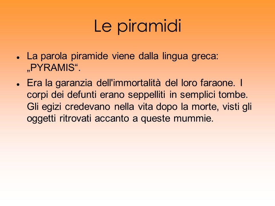 """Le piramidi La parola piramide viene dalla lingua greca: """"PYRAMIS ."""