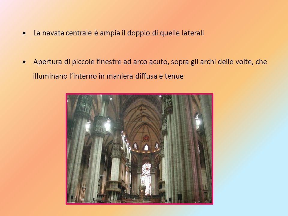 La navata centrale è ampia il doppio di quelle laterali