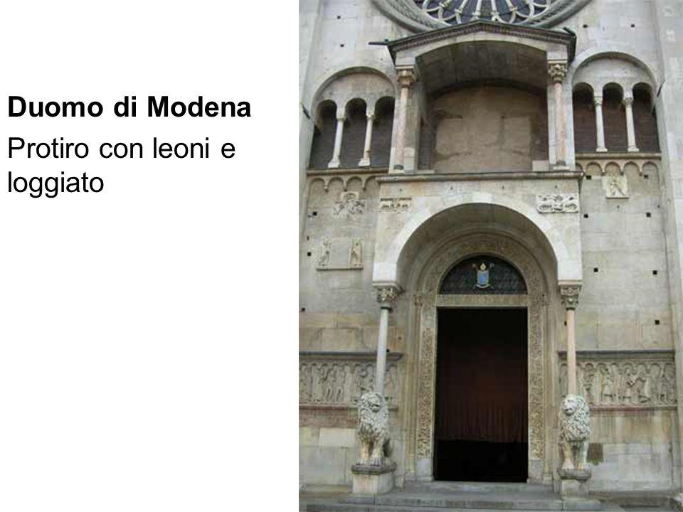 Duomo di Modena Protiro con leoni e loggiato