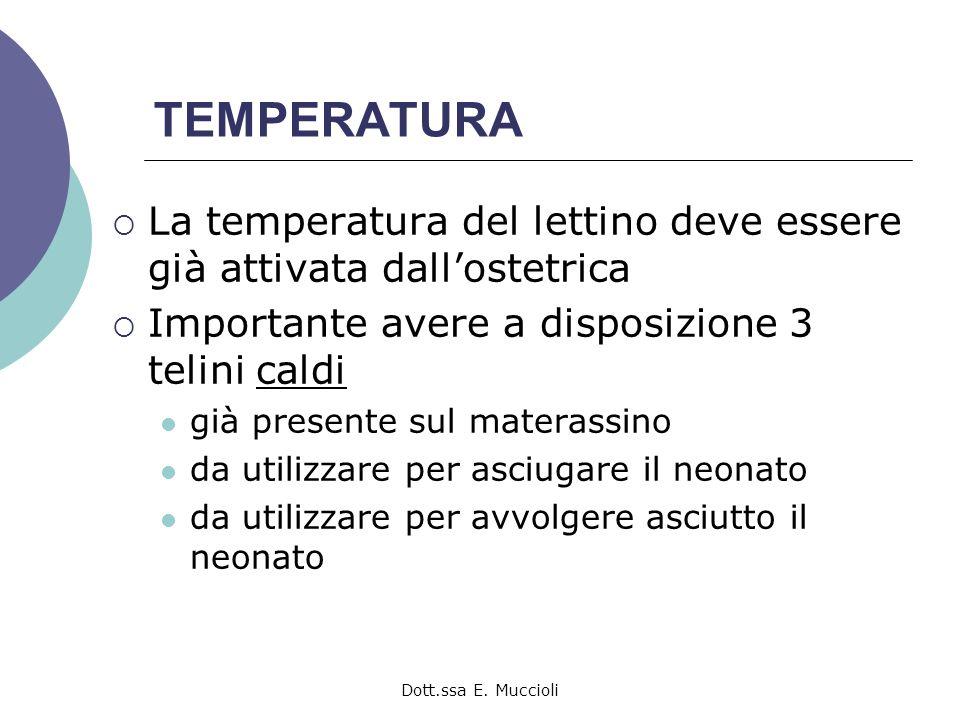 TEMPERATURA La temperatura del lettino deve essere già attivata dall'ostetrica. Importante avere a disposizione 3 telini caldi.
