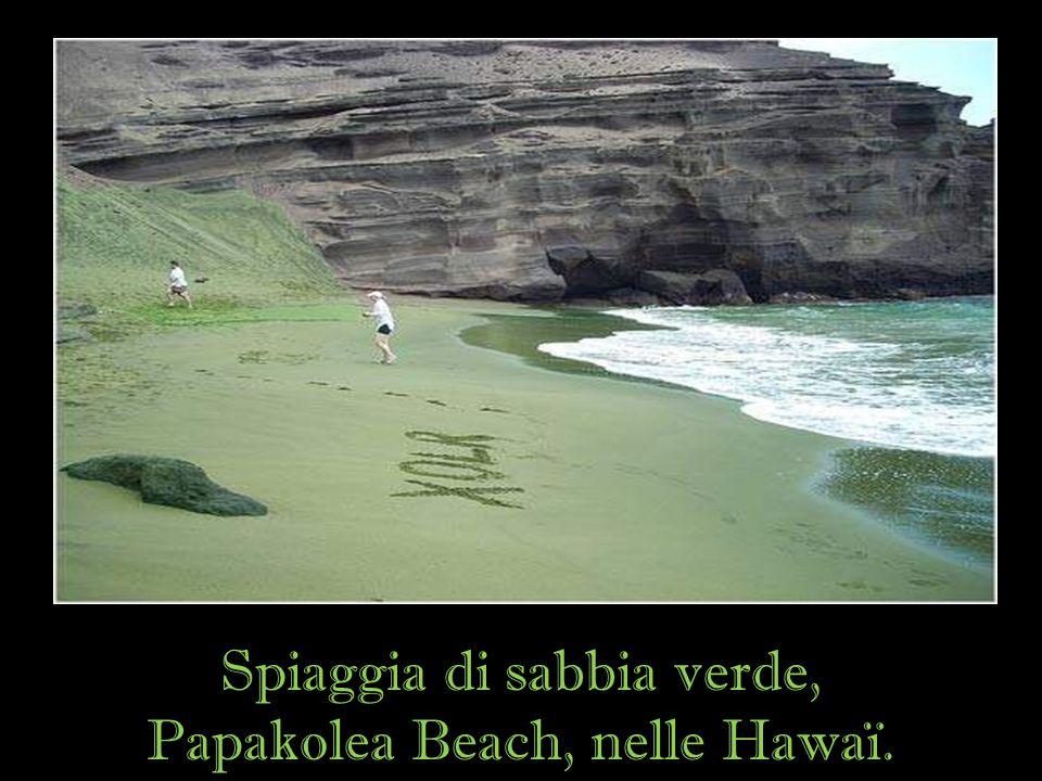 Spiaggia di sabbia verde, Papakolea Beach, nelle Hawaï.