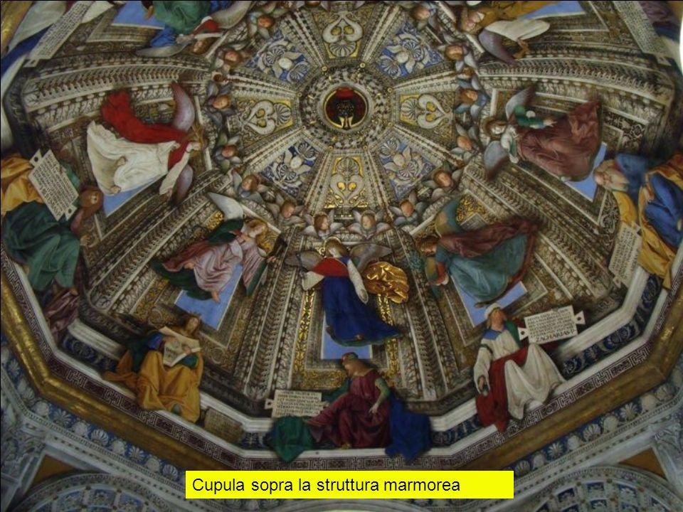 Cupula sopra la struttura marmorea