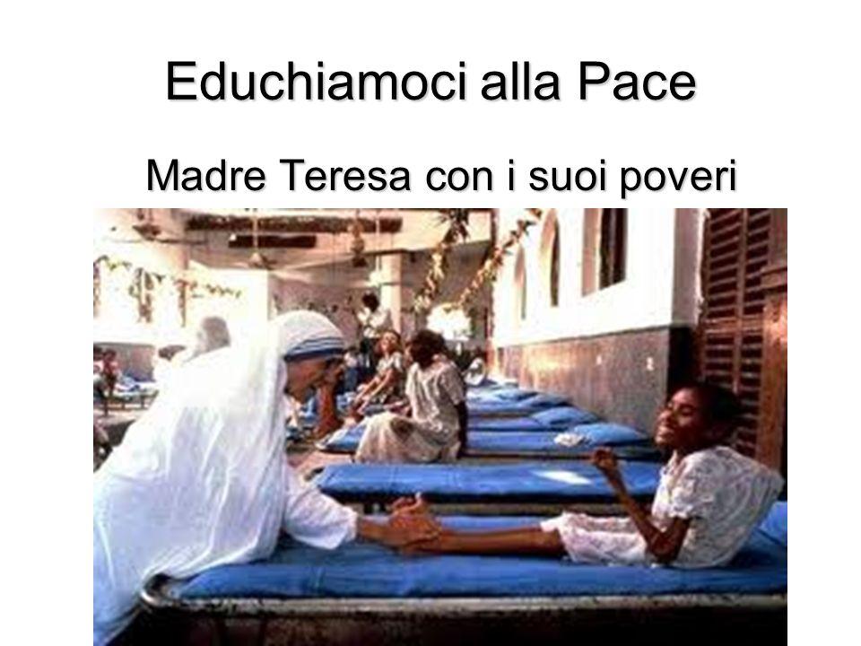 Madre Teresa con i suoi poveri