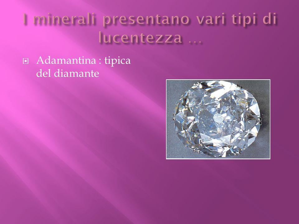 I minerali presentano vari tipi di lucentezza …