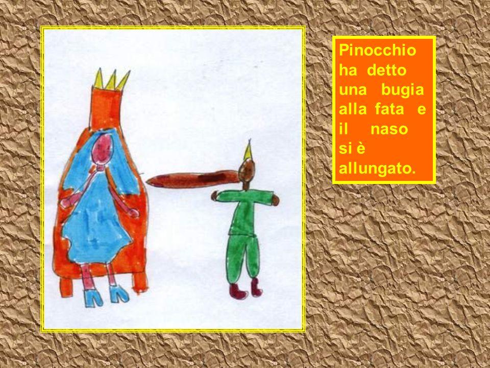 Pinocchio ha detto una bugia alla fata e il naso si è allungato.