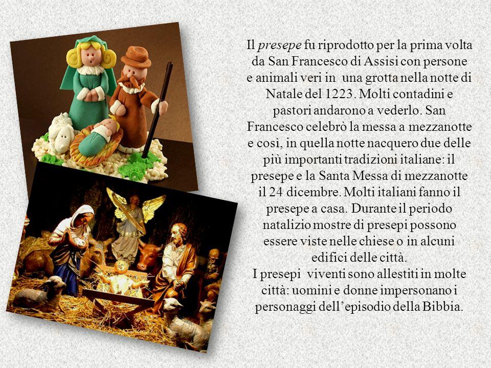 Il presepe fu riprodotto per la prima volta da San Francesco di Assisi con persone e animali veri in una grotta nella notte di Natale del 1223.