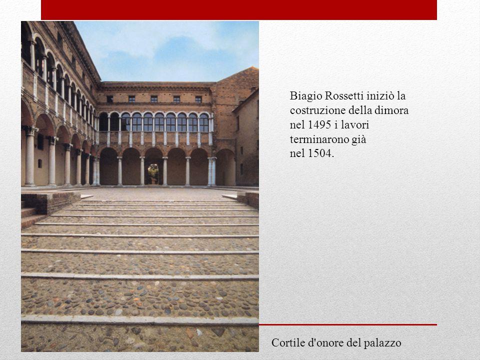 Biagio Rossetti iniziò la costruzione della dimora nel 1495 i lavori terminarono già nel 1504.
