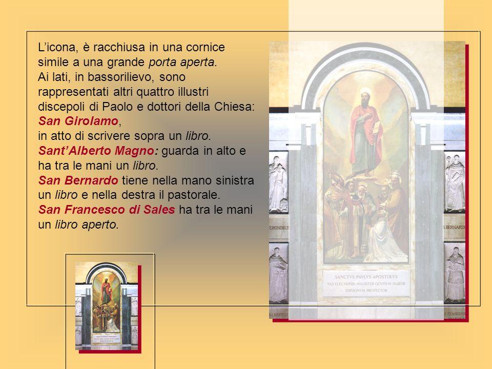 L'icona, è racchiusa in una cornice simile a una grande porta aperta.