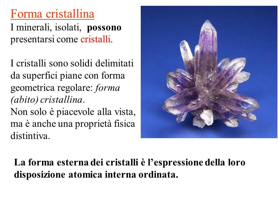 Forma cristallina I minerali, isolati, possono presentarsi come cristalli.
