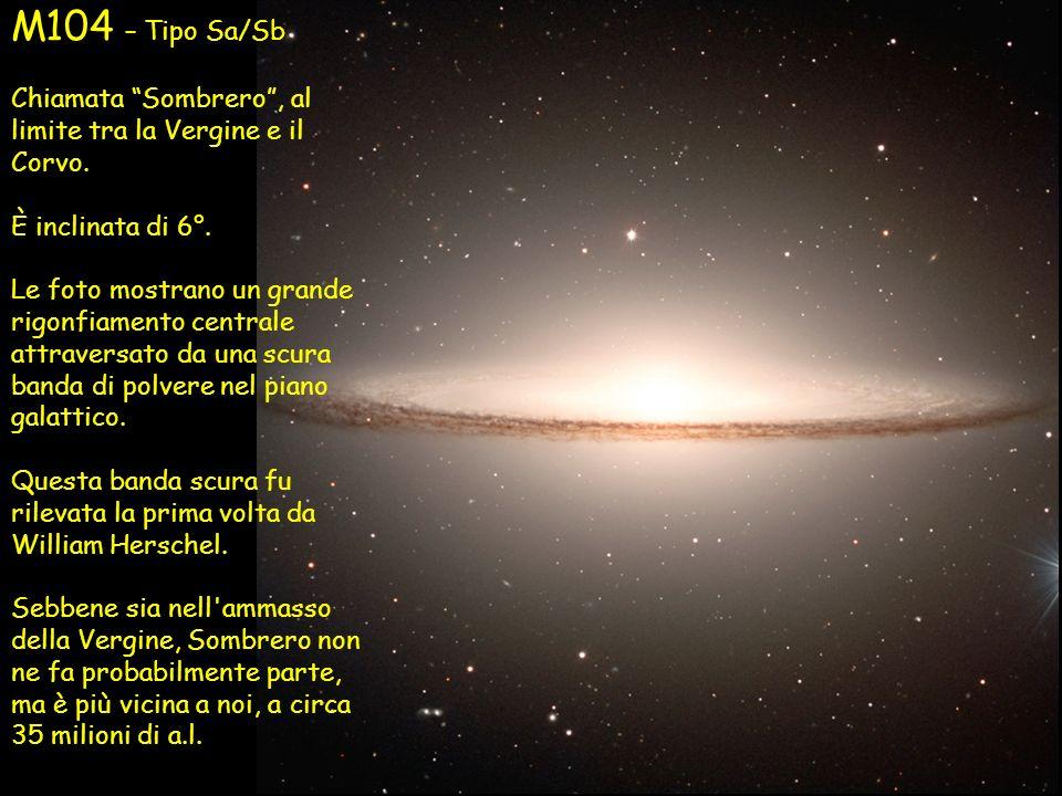 M104 – Tipo Sa/SbChiamata Sombrero , al limite tra la Vergine e il Corvo. È inclinata di 6°.