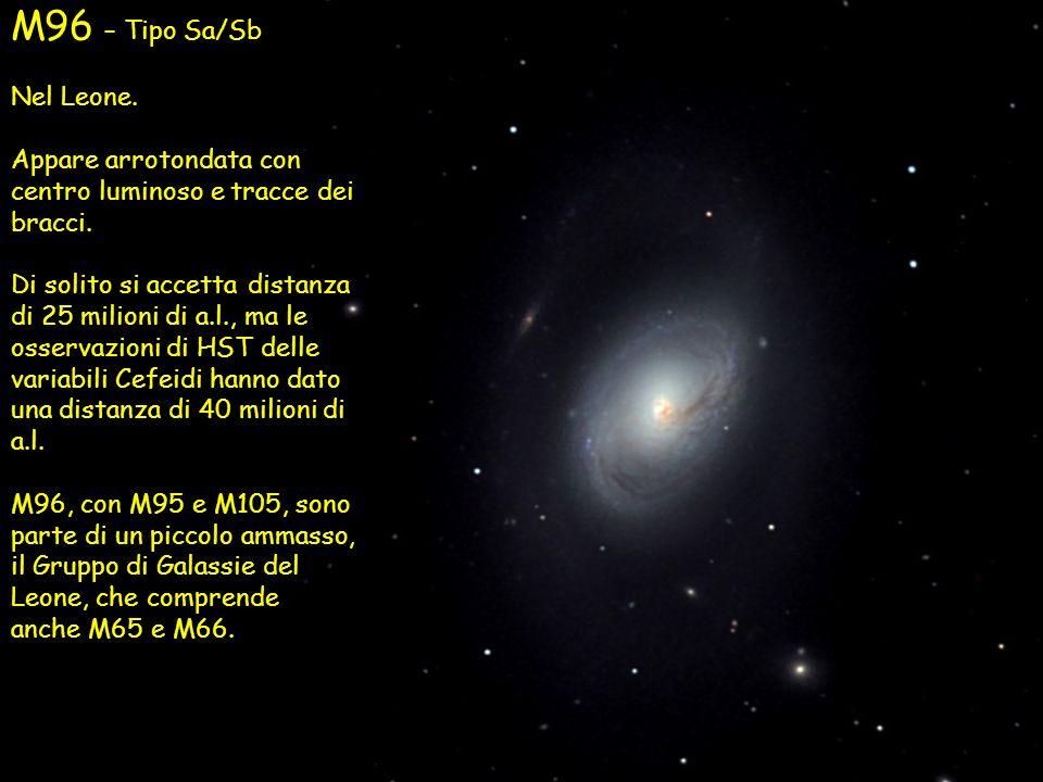 M96 – Tipo Sa/SbNel Leone. Appare arrotondata con centro luminoso e tracce dei bracci.