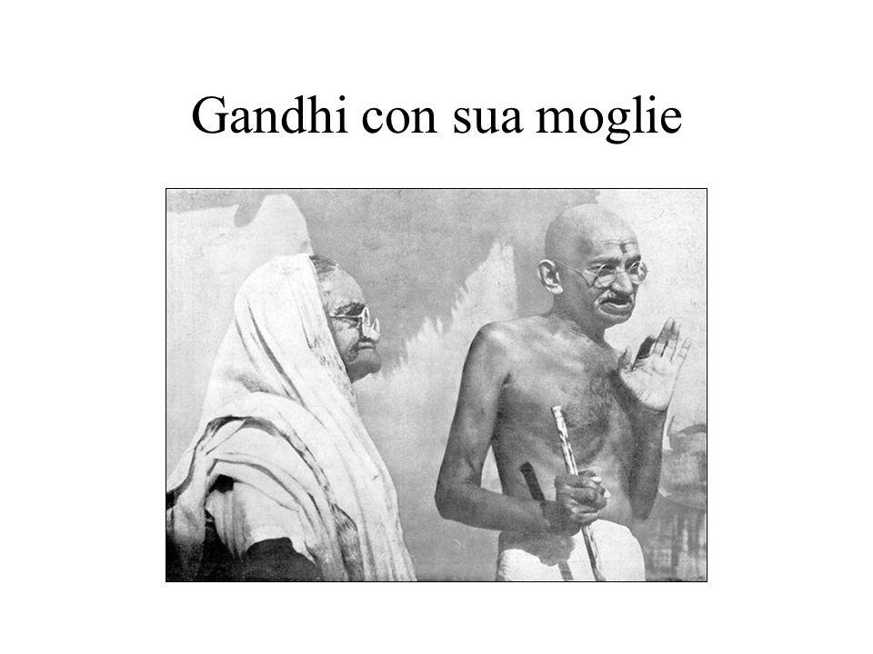 Gandhi con sua moglie