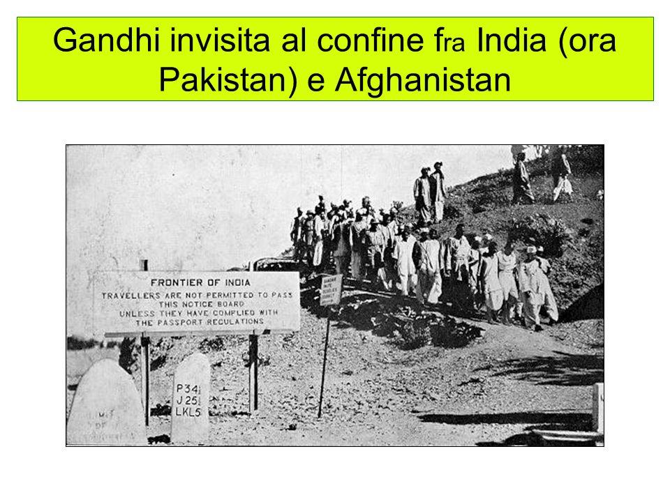 Gandhi invisita al confine fra India (ora Pakistan) e Afghanistan