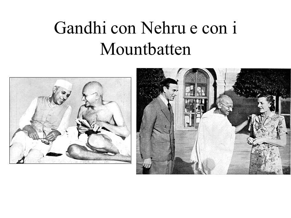 Gandhi con Nehru e con i Mountbatten