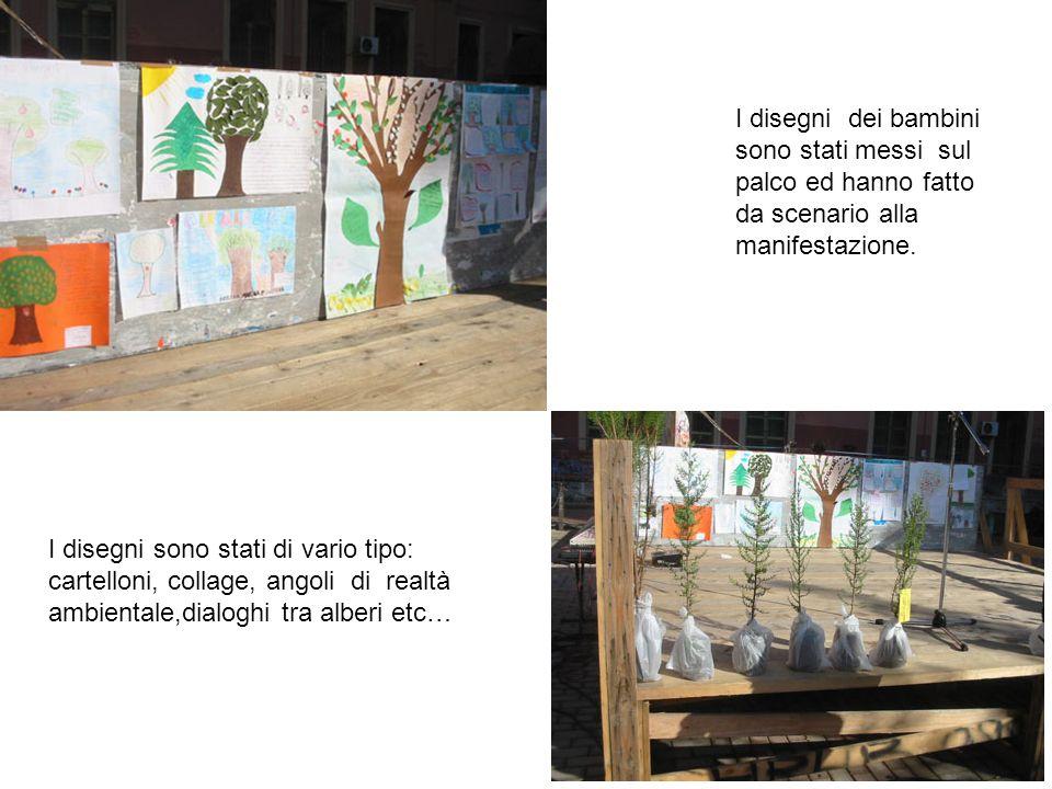 I disegni dei bambini sono stati messi sul palco ed hanno fatto da scenario alla manifestazione.