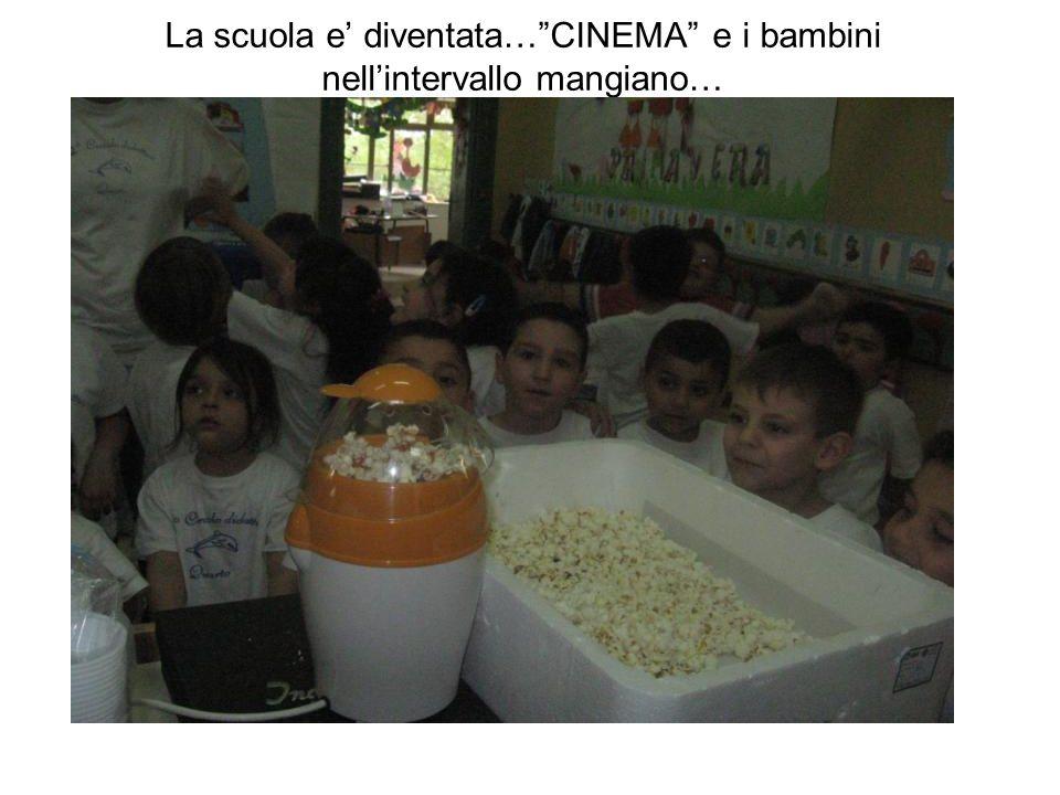 La scuola e' diventata… CINEMA e i bambini nell'intervallo mangiano…