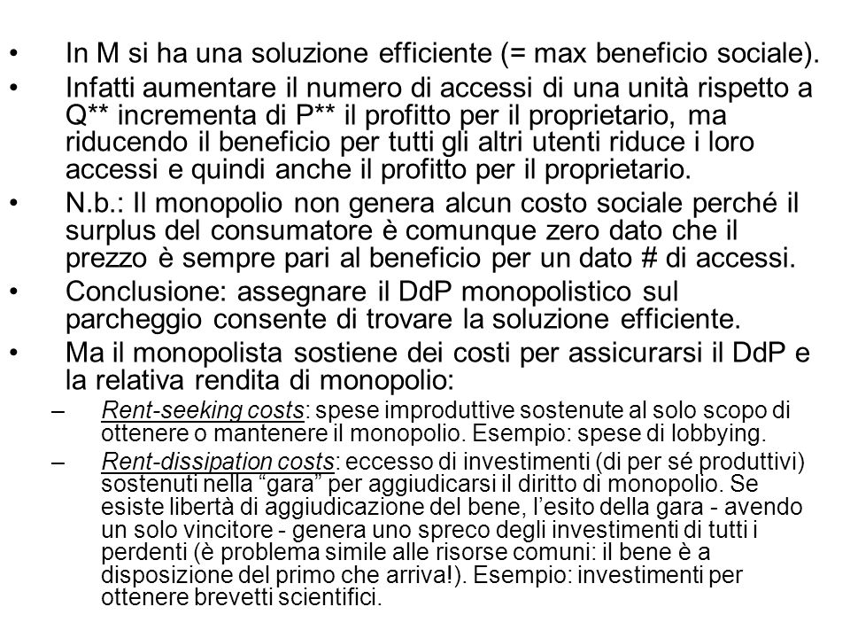 In M si ha una soluzione efficiente (= max beneficio sociale).