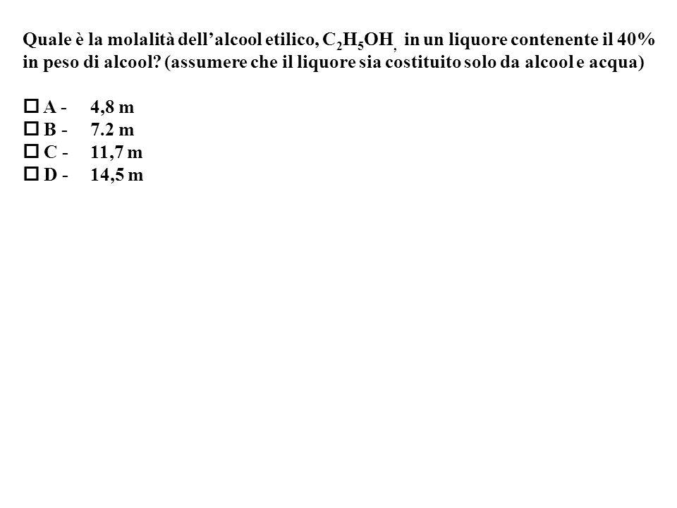 Quale è la molalità dell'alcool etilico, C2H5OH, in un liquore contenente il 40%