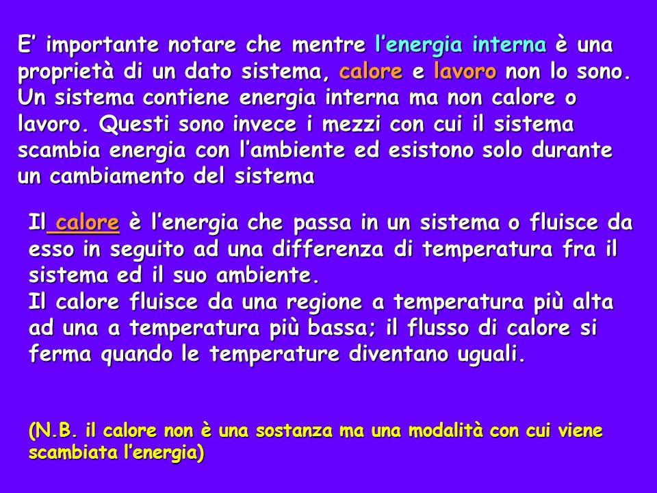 E' importante notare che mentre l'energia interna è una proprietà di un dato sistema, calore e lavoro non lo sono. Un sistema contiene energia interna ma non calore o lavoro. Questi sono invece i mezzi con cui il sistema scambia energia con l'ambiente ed esistono solo durante un cambiamento del sistema