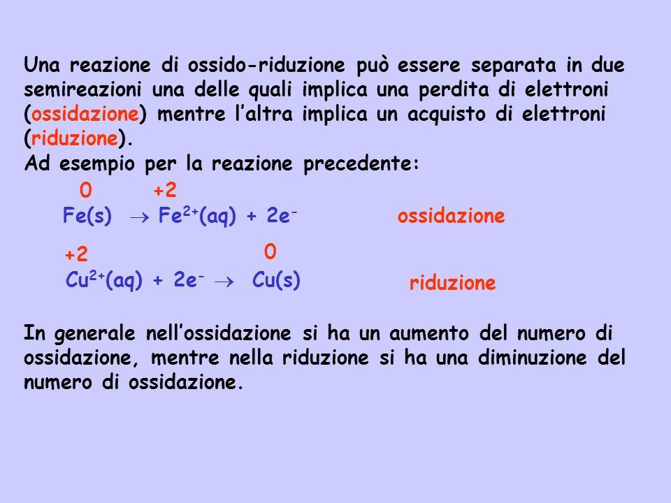 Una reazione di ossido-riduzione può essere separata in due semireazioni una delle quali implica una perdita di elettroni (ossidazione) mentre l'altra implica un acquisto di elettroni (riduzione).