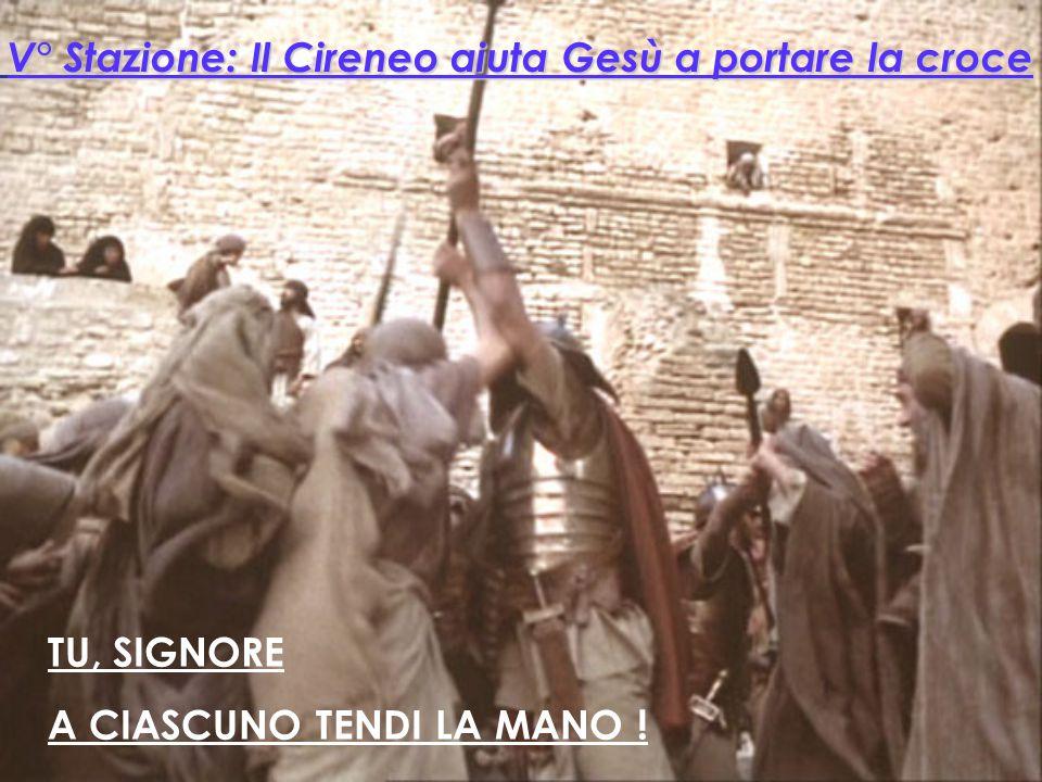 V° Stazione: Il Cireneo aiuta Gesù a portare la croce