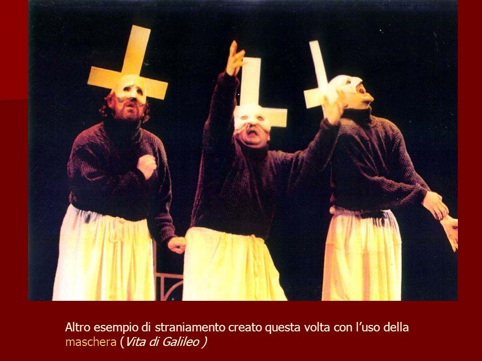 Altro esempio di straniamento creato questa volta con l'uso della maschera (Vita di Galileo )