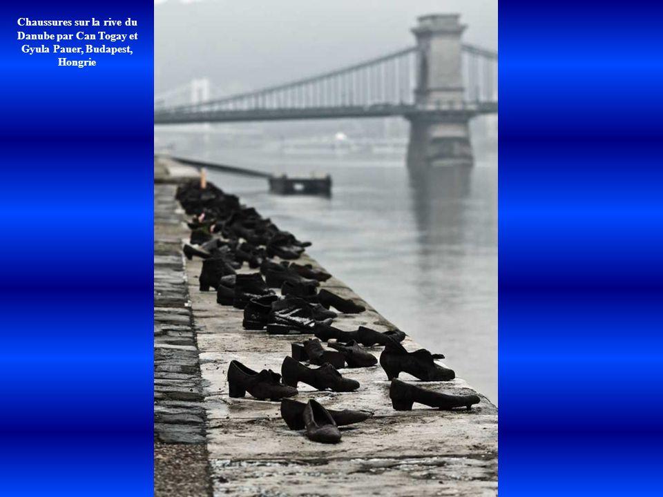 Chaussures sur la rive du Danube par Can Togay et Gyula Pauer, Budapest, Hongrie