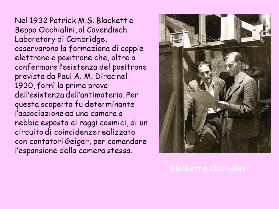 Nel 1932 Patrick M.S. Blackett e Beppo Occhialini, al Cavendisch Laboratory di Cambridge, osservarono la formazione di coppie elettrone e positrone che, oltre a confermare l'esistenza del positrone prevista da Paul A. M. Dirac nel 1930, fornì la prima prova dell'esistenza dell'antimateria. Per questa scoperta fu determinante l'associazione ad una camera a nebbia esposta ai raggi cosmici, di un circuito di coincidenze realizzato con contatori Geiger, per comandare l'espansione della camera stessa.