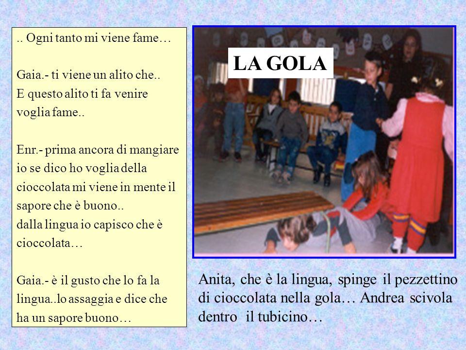 LA GOLA Anita, che è la lingua, spinge il pezzettino
