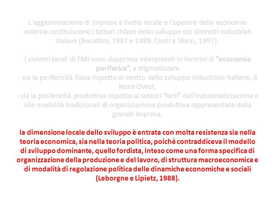 L'agglomerazione di imprese a livello locale e l'operare delle economie esterne costituiscono i fattori chiave dello sviluppo dei distretti industriali italiani (Becattini, 1987 e 1989; Conti e Sforzi, 1997).