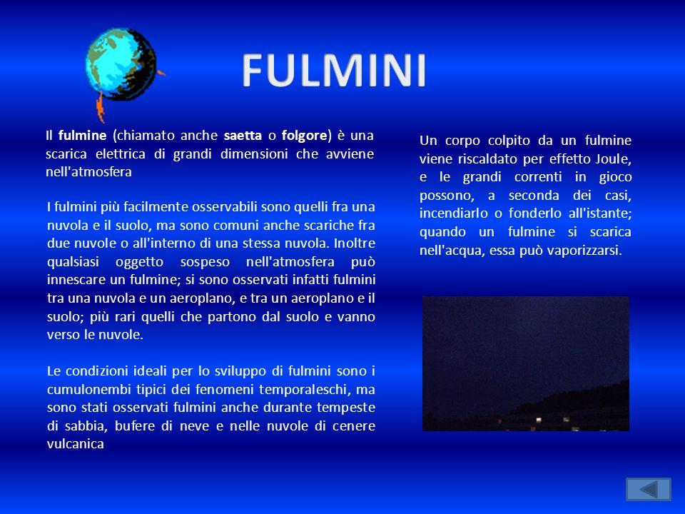 FULMINI Il fulmine (chiamato anche saetta o folgore) è una scarica elettrica di grandi dimensioni che avviene nell atmosfera.