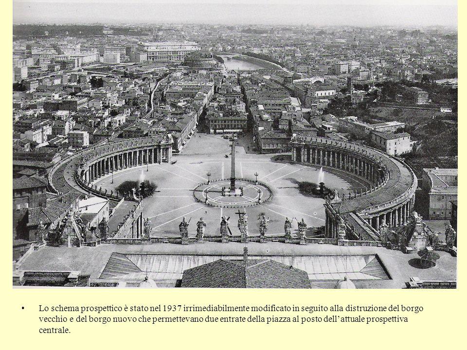 Lo schema prospettico è stato nel 1937 irrimediabilmente modificato in seguito alla distruzione del borgo vecchio e del borgo nuovo che permettevano due entrate della piazza al posto dell'attuale prospettiva centrale.