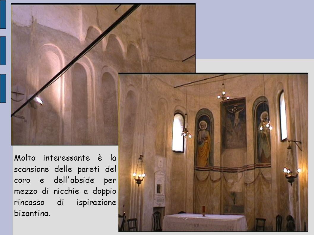 Molto interessante è la scansione delle pareti del coro e dell abside per mezzo di nicchie a doppio rincasso di ispirazione bizantina.