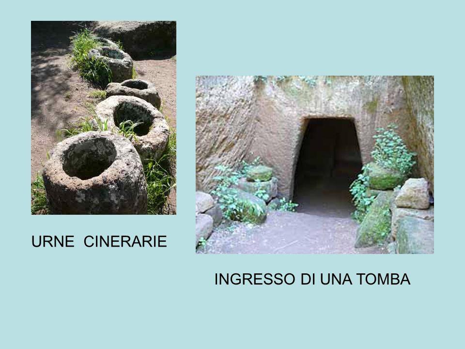 URNE CINERARIE INGRESSO DI UNA TOMBA
