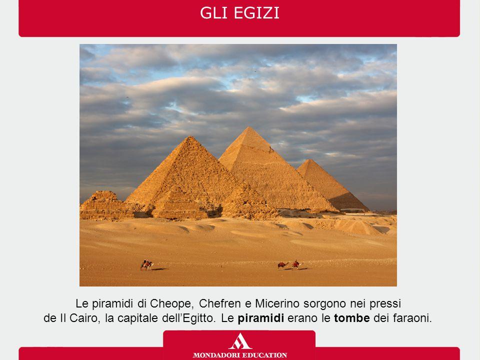 Le piramidi di Cheope, Chefren e Micerino sorgono nei pressi