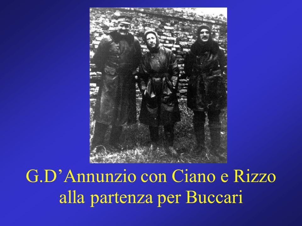 G.D'Annunzio con Ciano e Rizzo alla partenza per Buccari