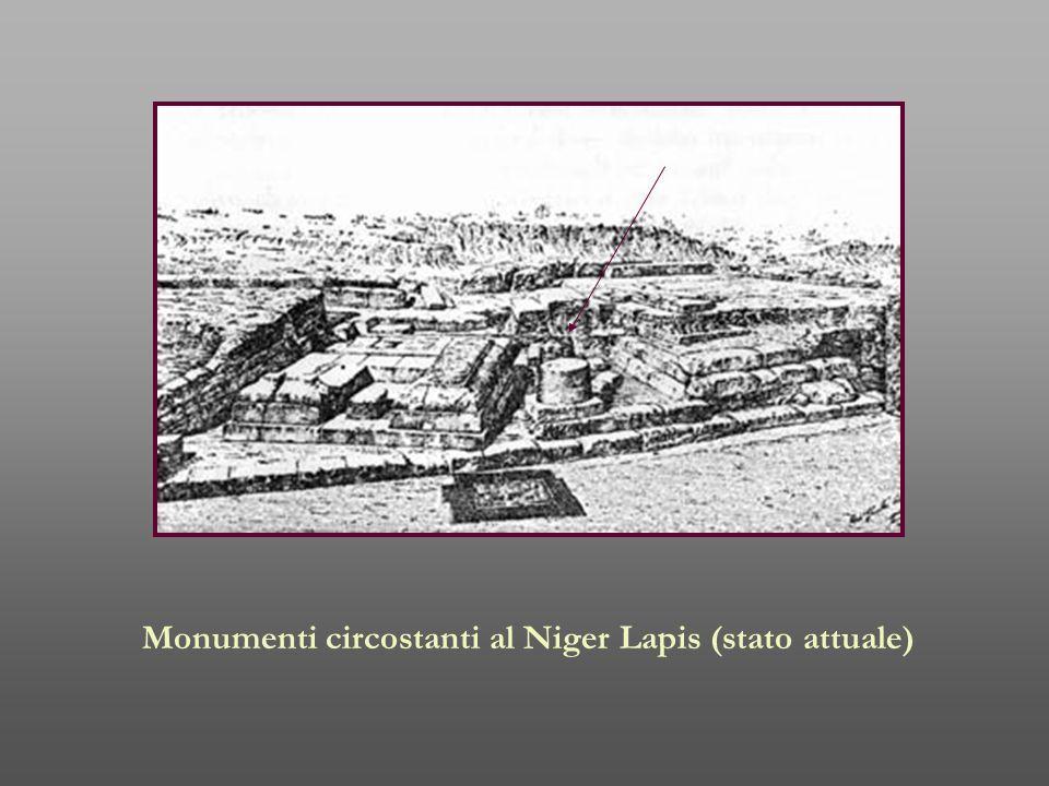 Monumenti circostanti al Niger Lapis (stato attuale)