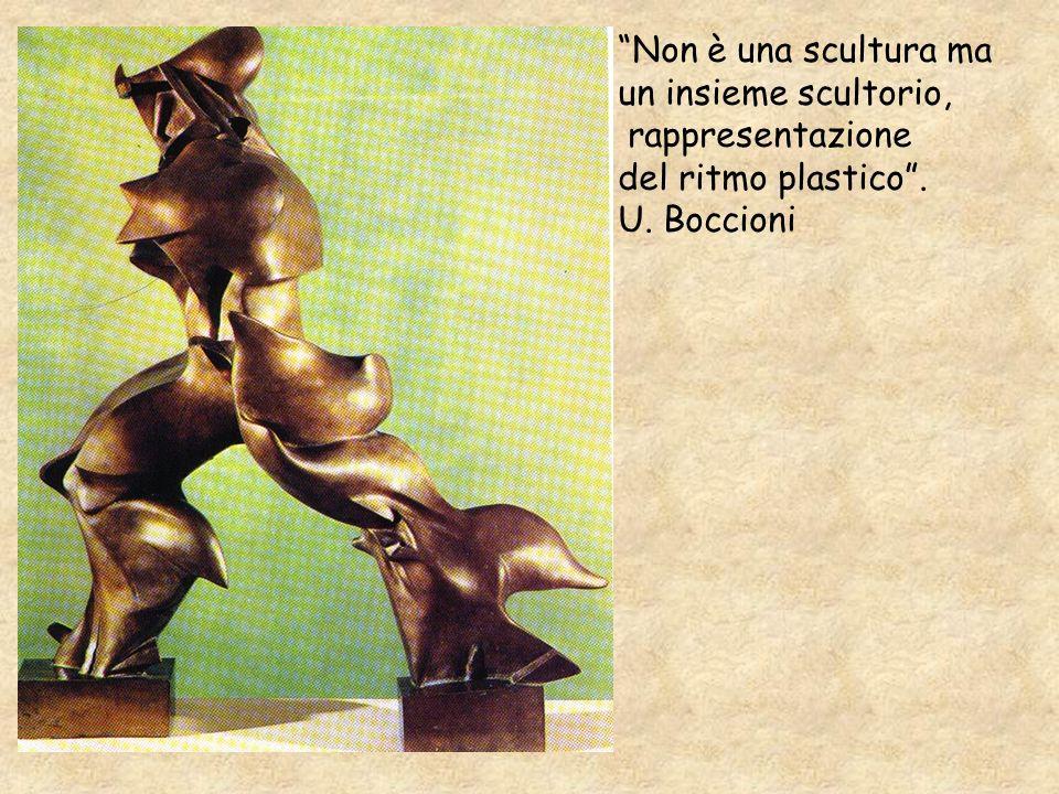 Non è una scultura ma un insieme scultorio, rappresentazione del ritmo plastico . U. Boccioni