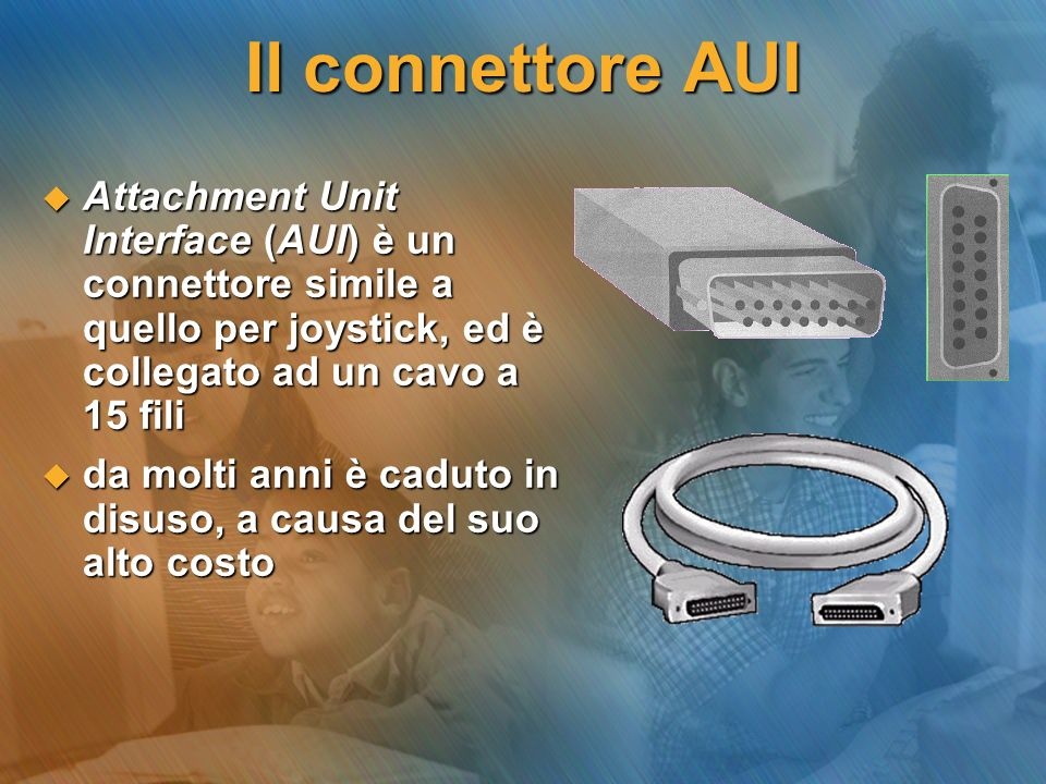 Il connettore AUI Attachment Unit Interface (AUI) è un connettore simile a quello per joystick, ed è collegato ad un cavo a 15 fili.
