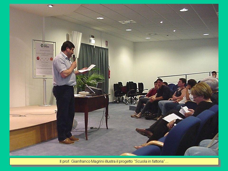 Il prof. Gianfranco Magrini illustra il progetto Scuola in fattoria …