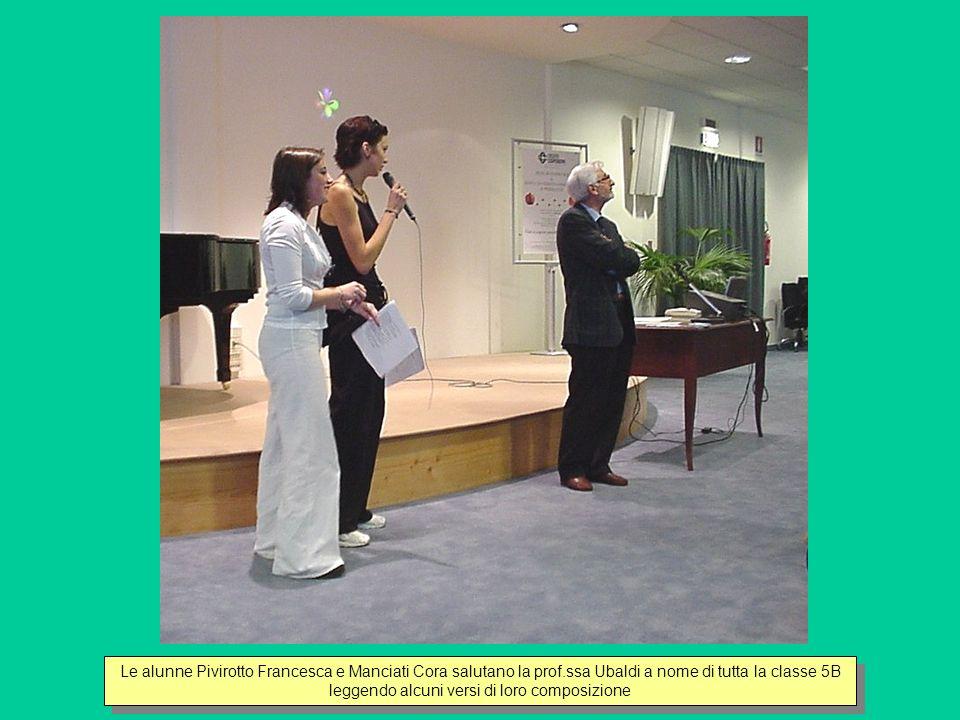 Le alunne Pivirotto Francesca e Manciati Cora salutano la prof