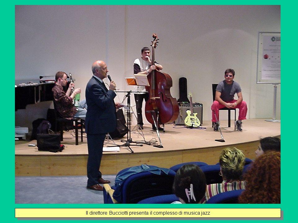 Il direttore Bucciotti presenta il complesso di musica jazz