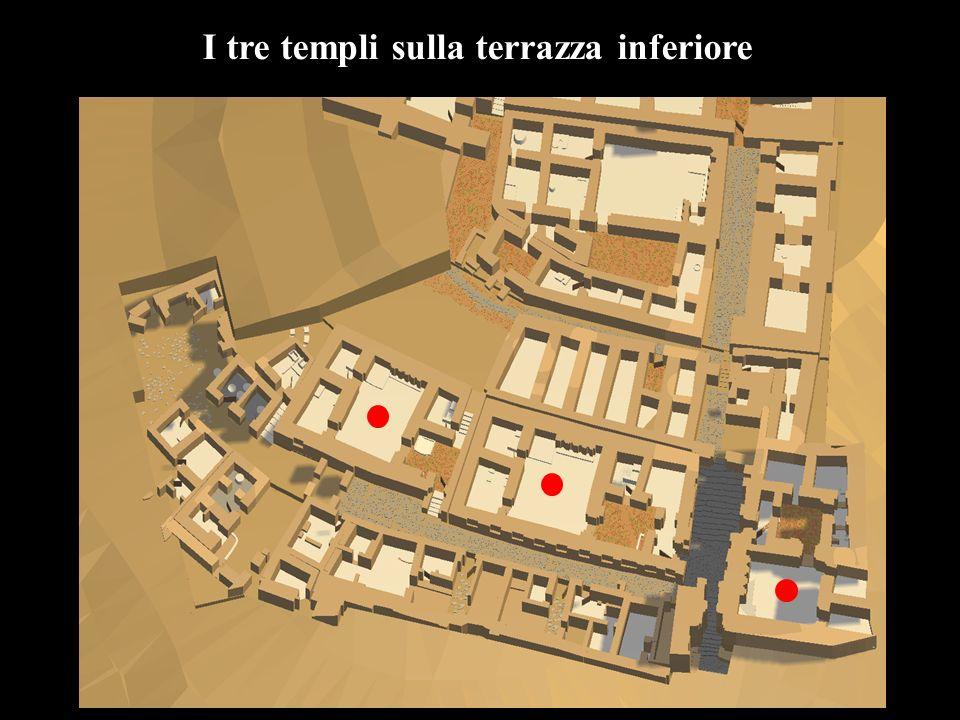 I tre templi sulla terrazza inferiore
