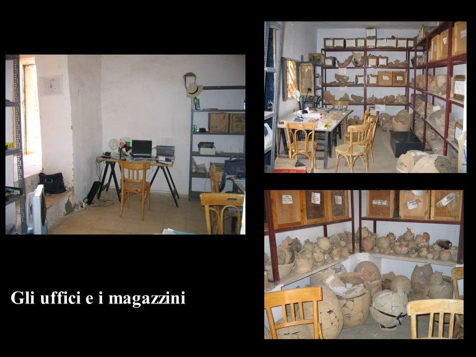 Gli uffici e i magazzini