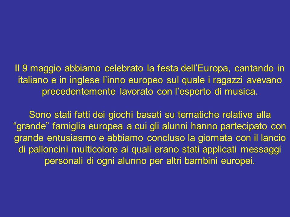 Il 9 maggio abbiamo celebrato la festa dell'Europa, cantando in italiano e in inglese l'inno europeo sul quale i ragazzi avevano precedentemente lavorato con l'esperto di musica.