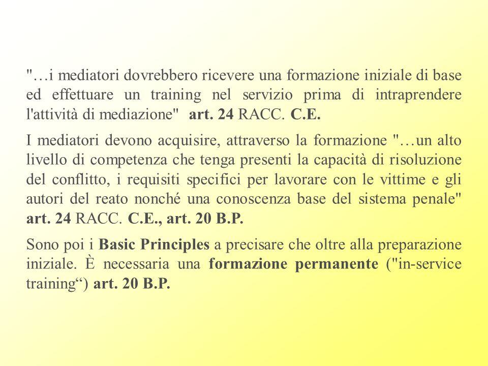 …i mediatori dovrebbero ricevere una formazione iniziale di base ed effettuare un training nel servizio prima di intraprendere l attività di mediazione art. 24 RACC. C.E.