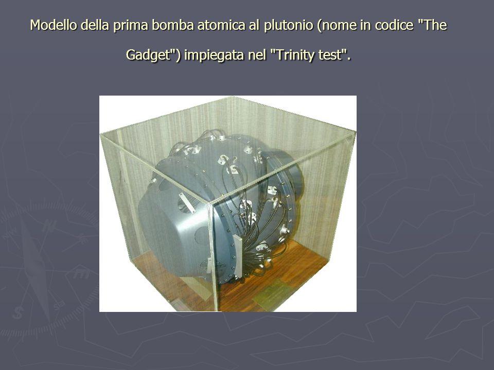Modello della prima bomba atomica al plutonio (nome in codice The Gadget ) impiegata nel Trinity test .