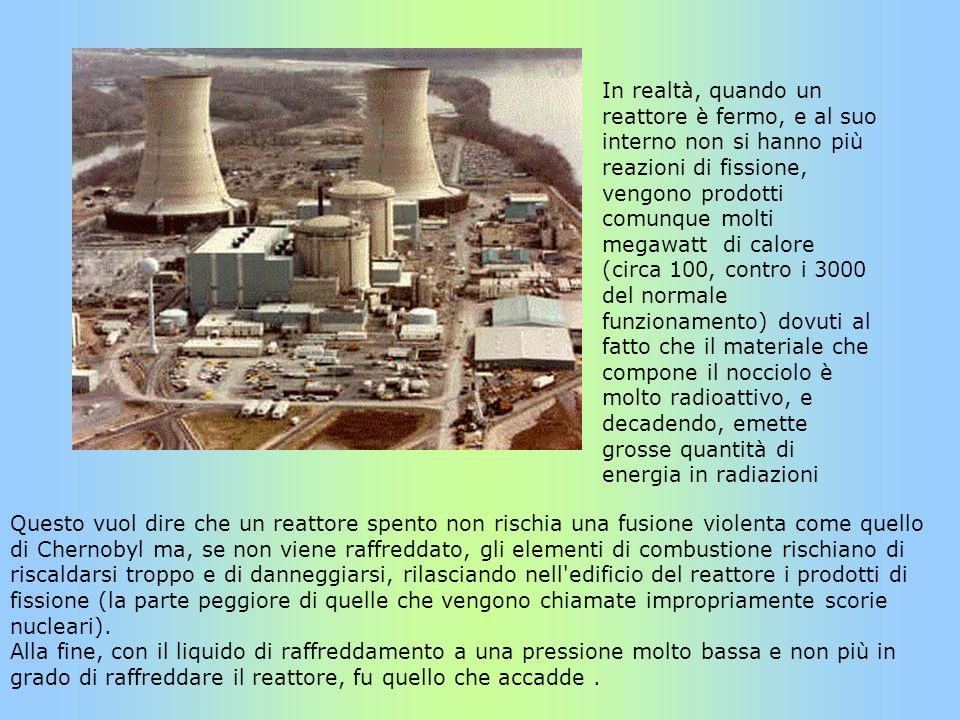 In realtà, quando un reattore è fermo, e al suo interno non si hanno più reazioni di fissione, vengono prodotti comunque molti megawatt di calore (circa 100, contro i 3000 del normale funzionamento) dovuti al fatto che il materiale che compone il nocciolo è molto radioattivo, e decadendo, emette grosse quantità di energia in radiazioni